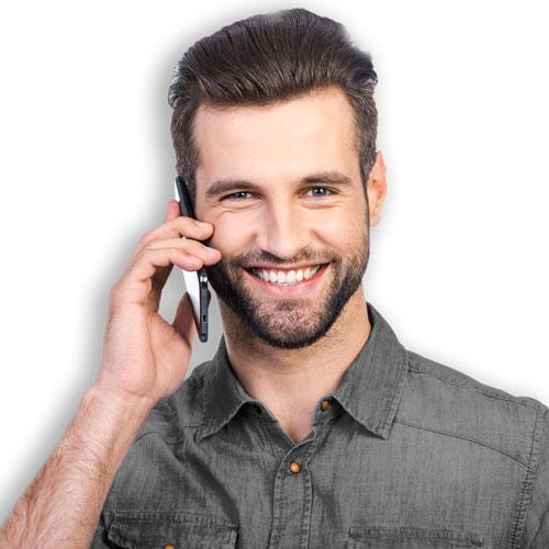 Service-Personaler telefoniert bei Deskcenter