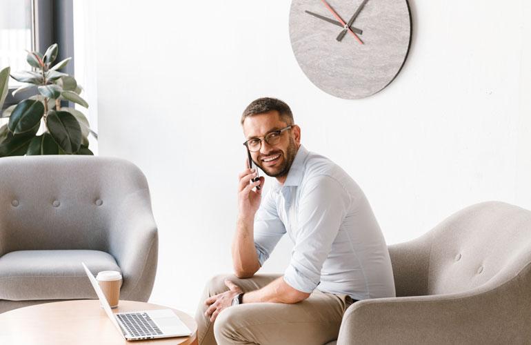 Deskcenter Software Management Testimonial phoning in Office