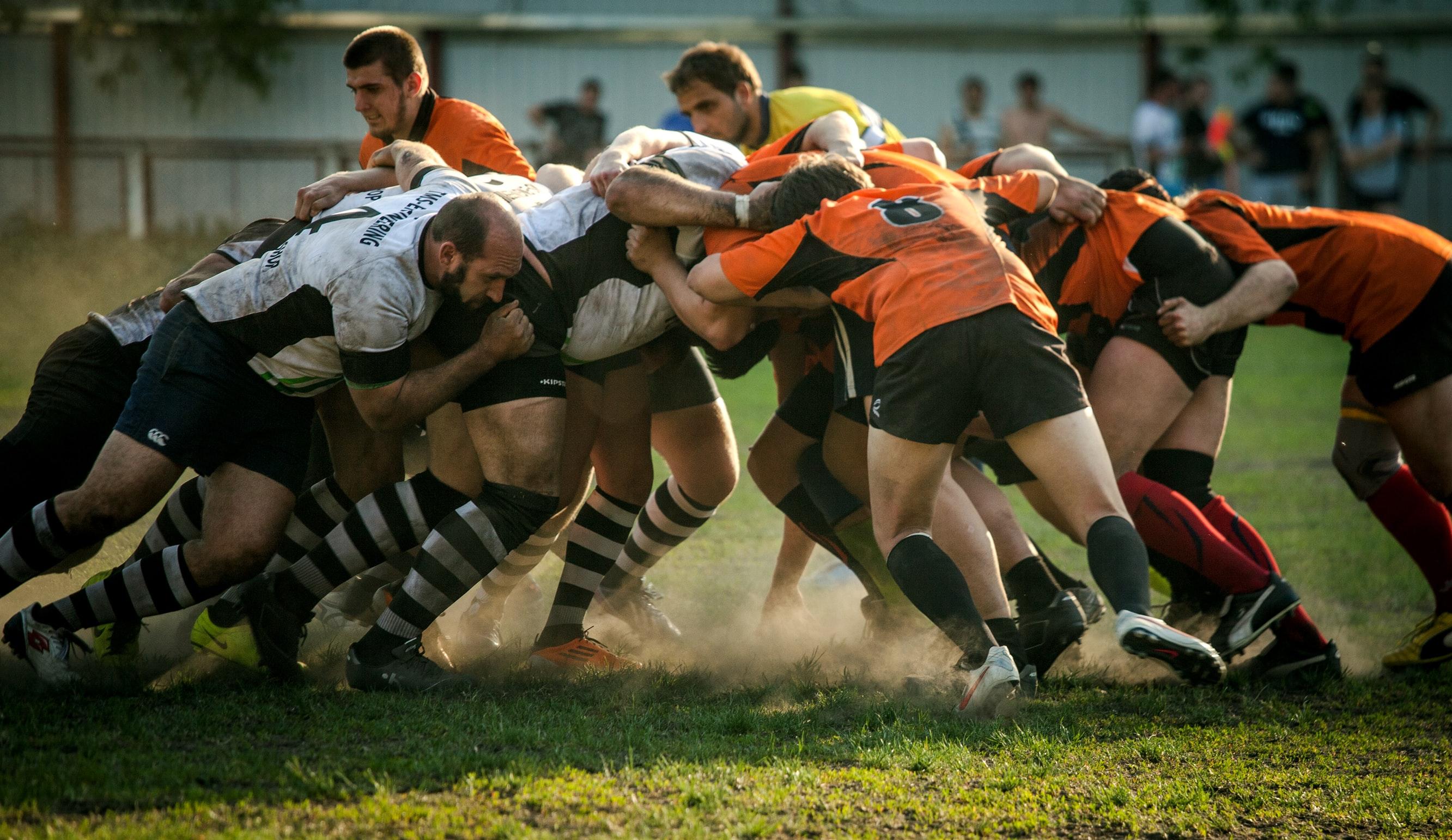 Rugbyspieler drängeln